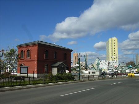 港文館と啄木像