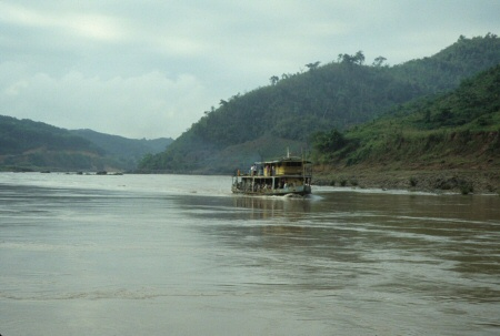 メコン川の連絡船