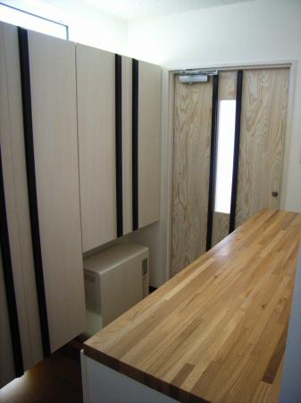 玄関に設置した蓄熱式電気暖房機